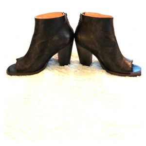 Bedstu Black/Brown leather distressed ankle boots